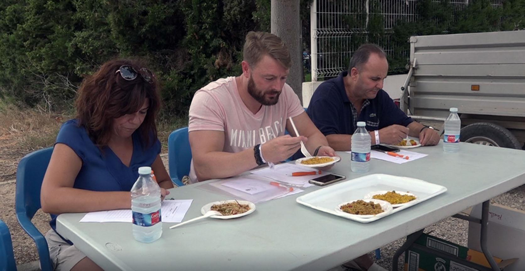Sant Jordi, desenes de veïns participen del 17é Concurs de Paelles