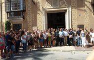 Benicarló es concentra davant de l'Ajuntament per mostrar el seu refús al terrorisme