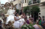 Benicarló; Desfilada de carrosses i batalla de confeti 27/08/2017