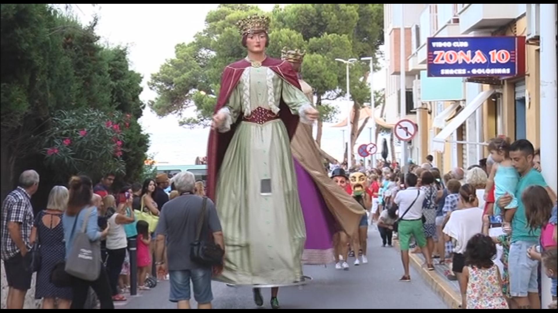 Alcossebre celebra el cercavila de les entitats locals en motiu de les Festes Patronals