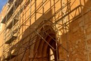 Canet lo Roig, avancen les feines de restauració de la façana de l'església de Sant Miquel