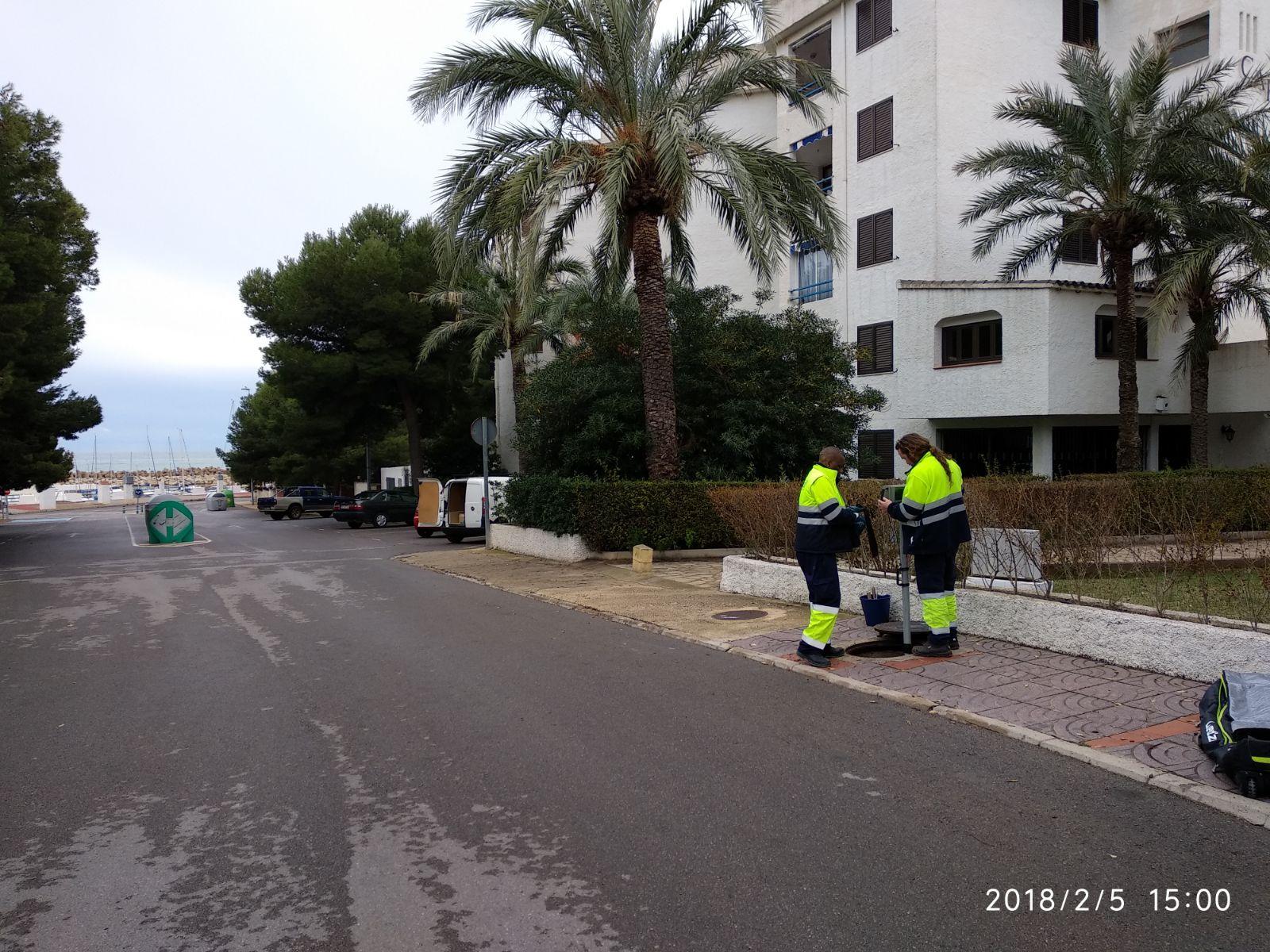 Alcalà, l'Ajuntament intensifica els treballs per localitzar l'origen de la contaminació a la platja de Les Fonts