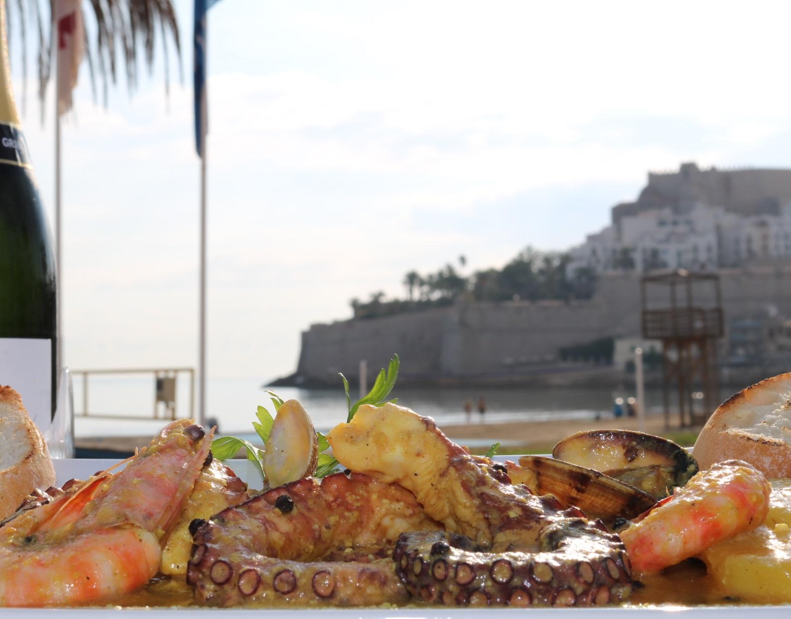 Peníscola, 1 de cada 3 turistes viatja a la ciutat motivitat per la bona cuina local