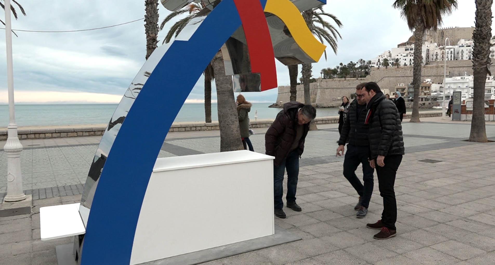 Peníscola, l'Agència Valenciana de Turisme instal·la un punt de recarrega al passeig marítim