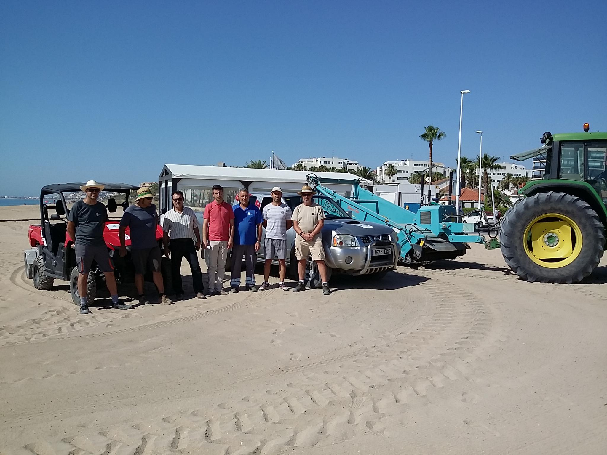 Benicarló reforça els efectius de neteja de les platges