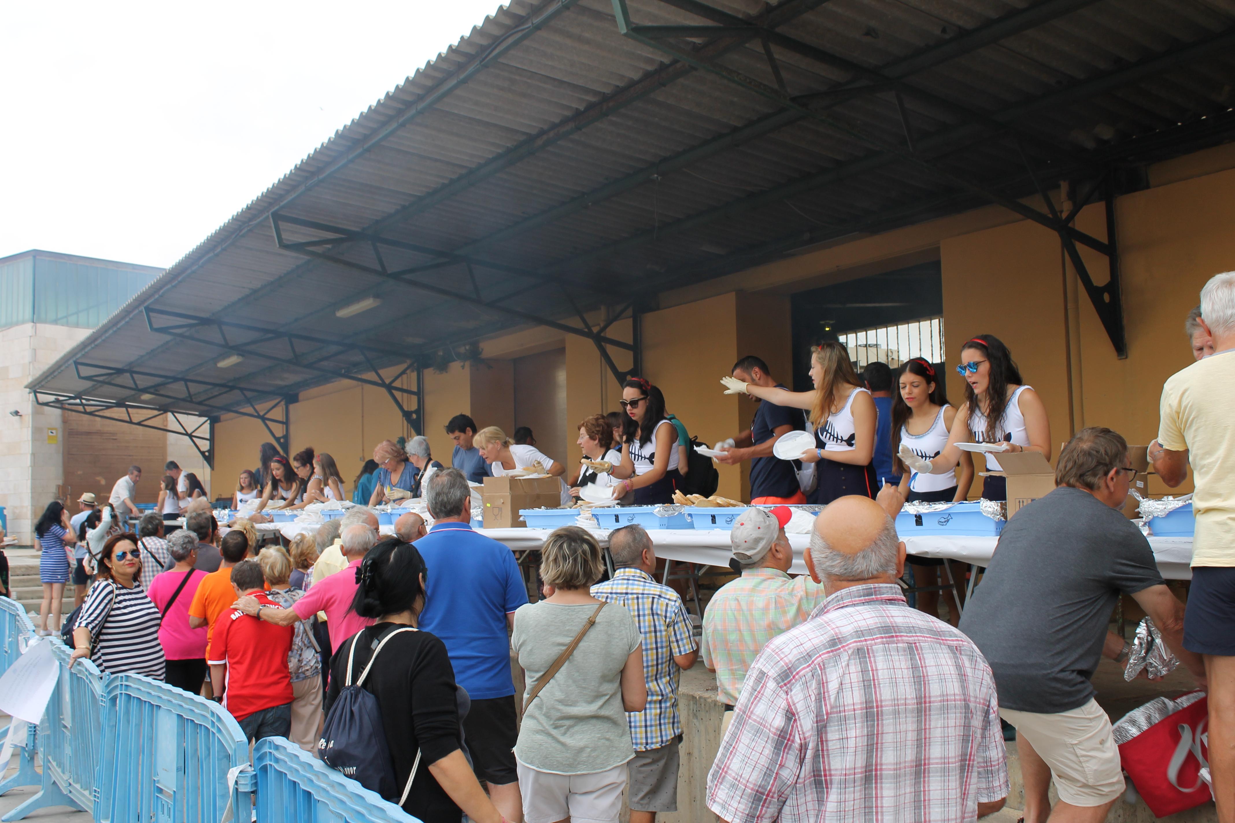 Peníscola, la sardinada popular aconsegueix un èxit de participació