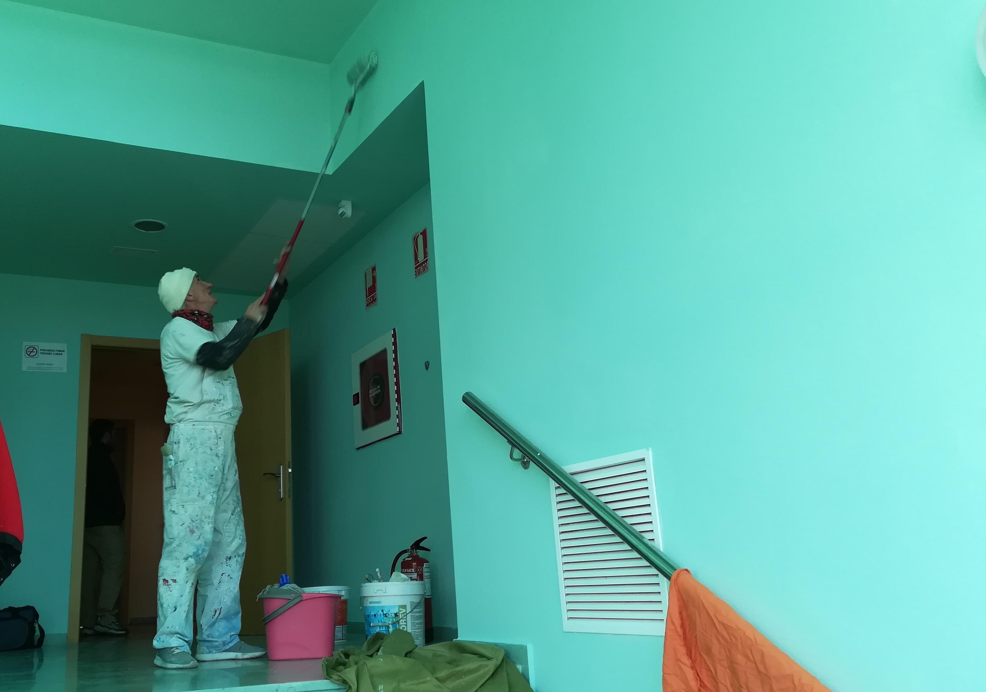 Peníscola, la Brigada Municipal executa feines de manteniment dels edificis públics
