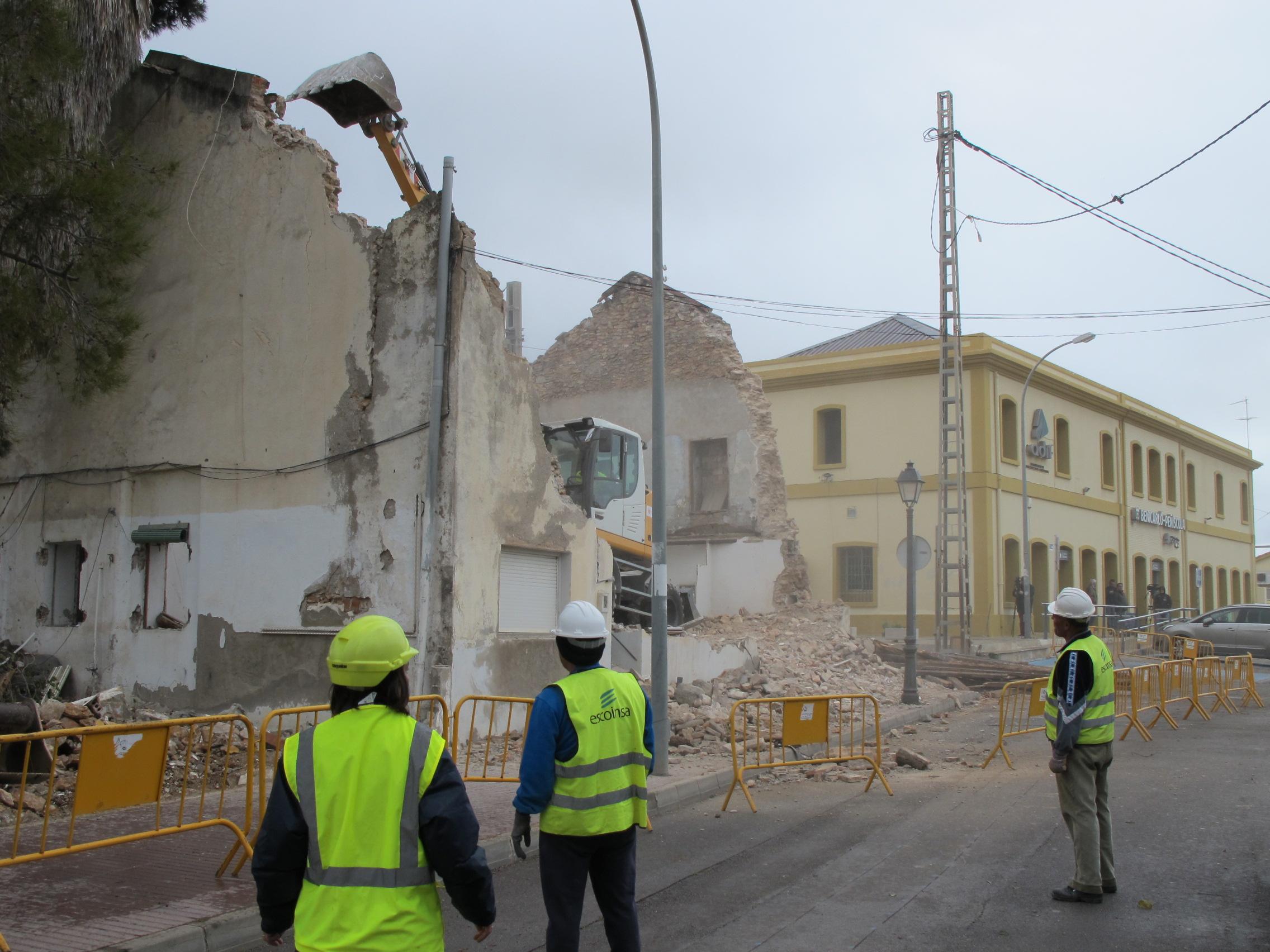 Benicarló, les obres de remodelació de la plaça de l'Estació avancen a bon ritme