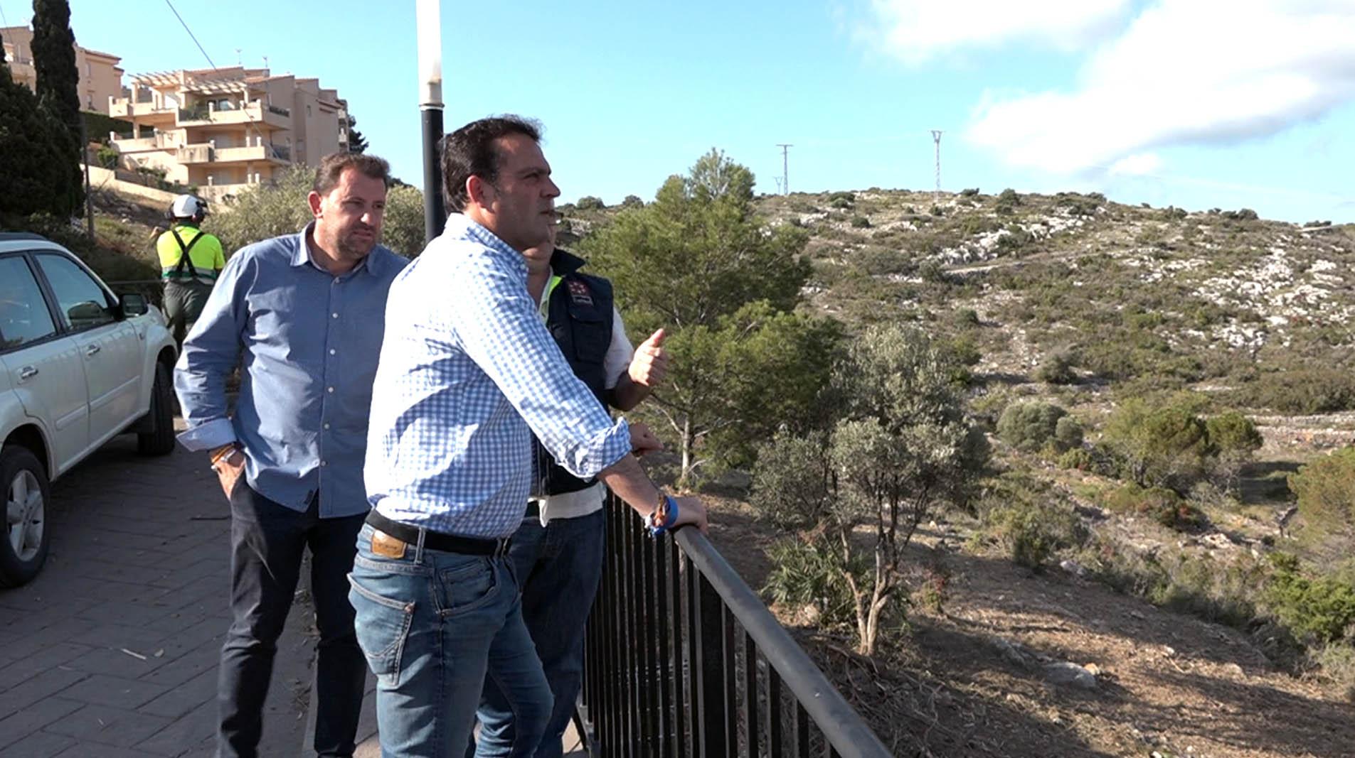 Peniscola, Diputació i Generalitat desbrossen les restes vegetals de la Urbanització Urmi