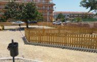 Alcalà construeix un parc per a gossos a Alcossebre entre els carrers Bedoll i Ametller
