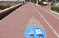 Peníscola continua amb la campanya contra el top manta amb la col·locació de vinils a les voreres