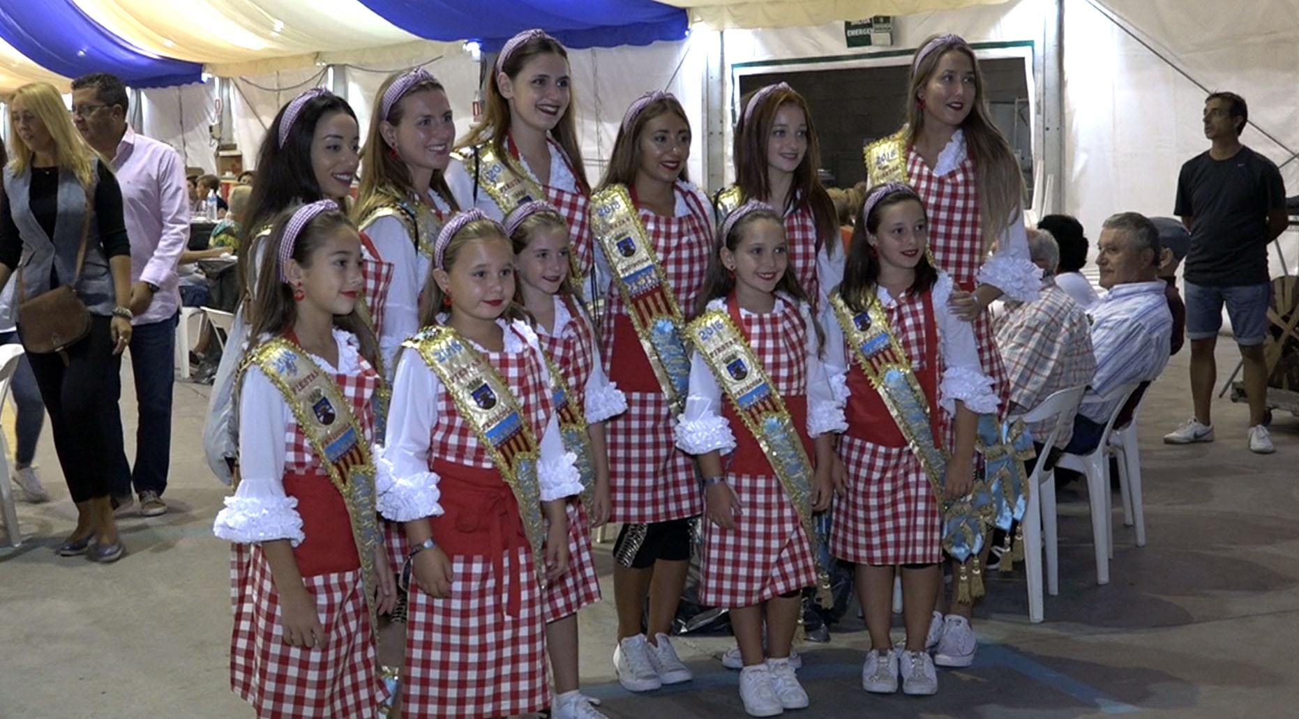 Peníscola, centenars de veïns participen en el tradicional sopar de pa i porta de les Festes Patronals