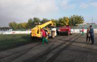 Peníscola, comencen les feines de renovació de la gespa artificial del camp de futbol