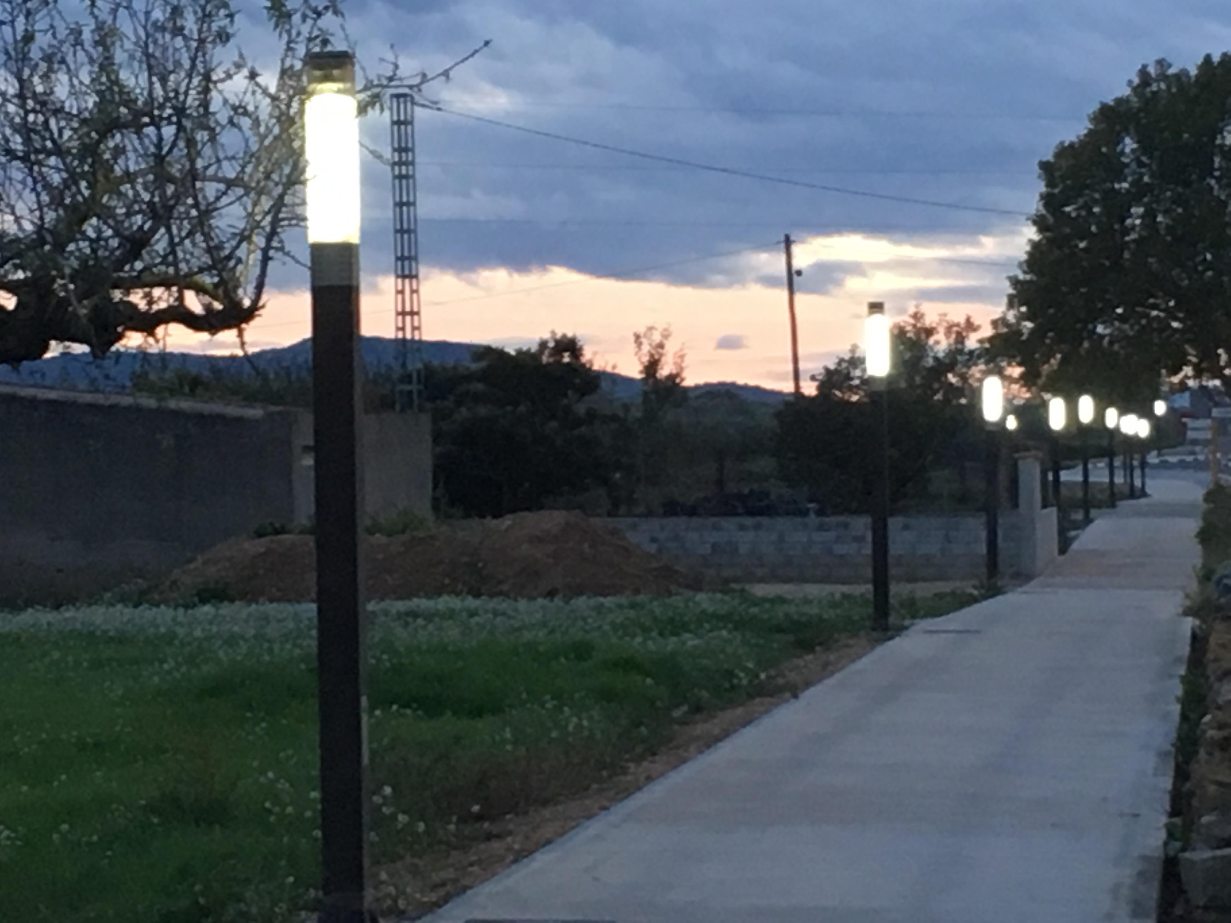 La Jana, l'Ajuntament instal·la nova il·luminació al passeig del cementeri