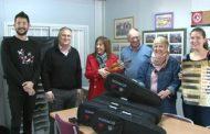 Vinaròs, el col·legi Jaume I rep la donació d'una desena de violins per part del municipi de Llíria