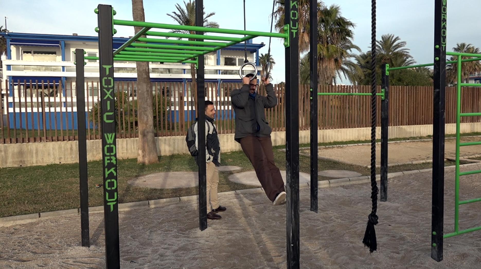 Benicarló instal·la un parc de cal·listènia al passeig Manuel de Azaña