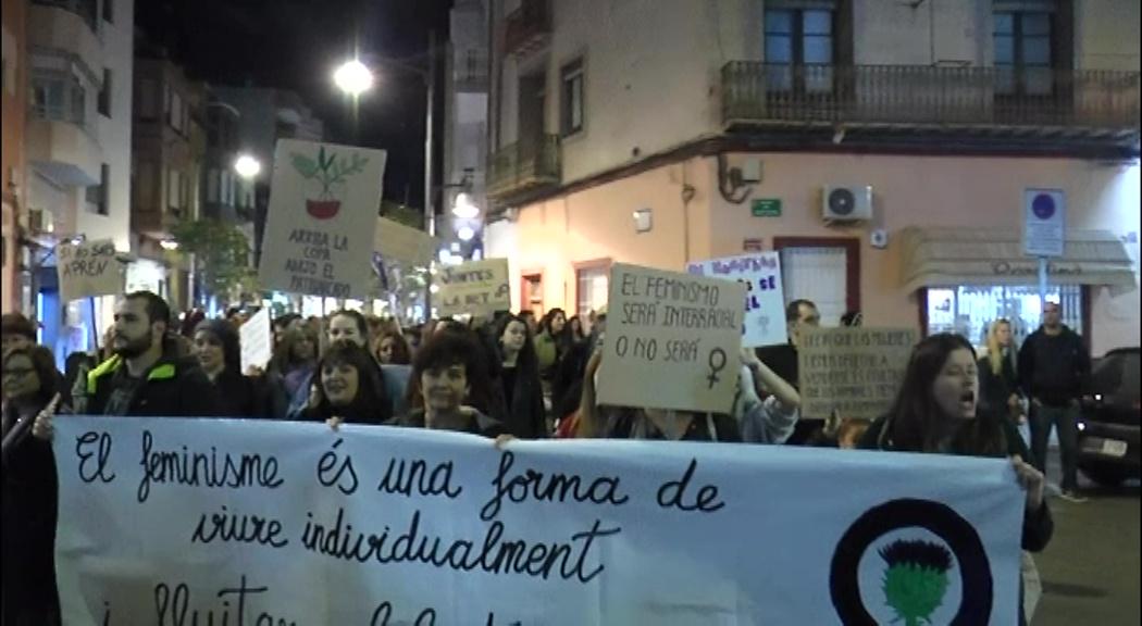 Vinaròs s'uneix per reivindicar amb una manifestació multitudinària la igualtat de gènere