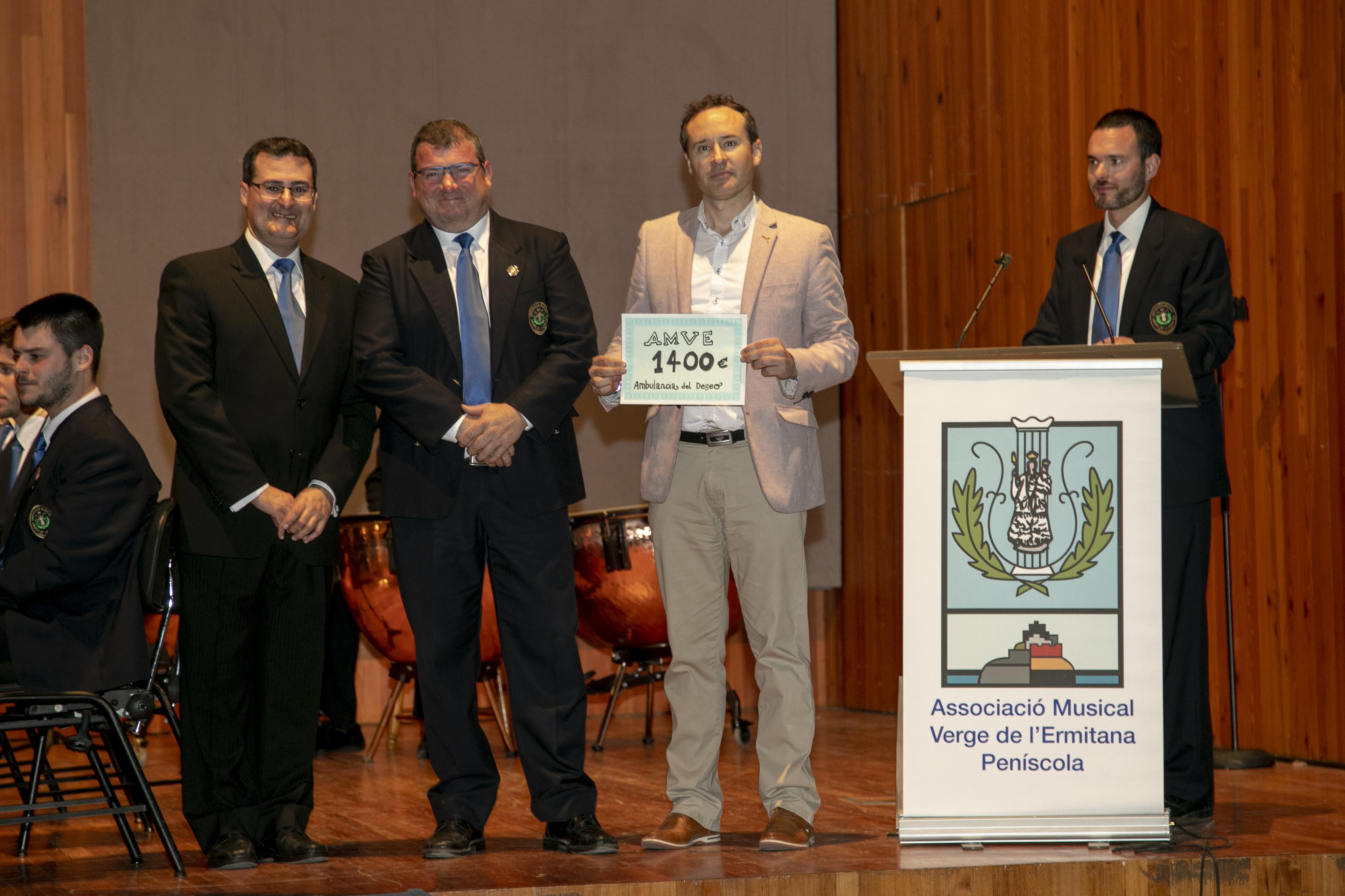 Peníscola, l'Associació Musical Verge de l'Ermitana entrega 1.400€ a la fundació l'