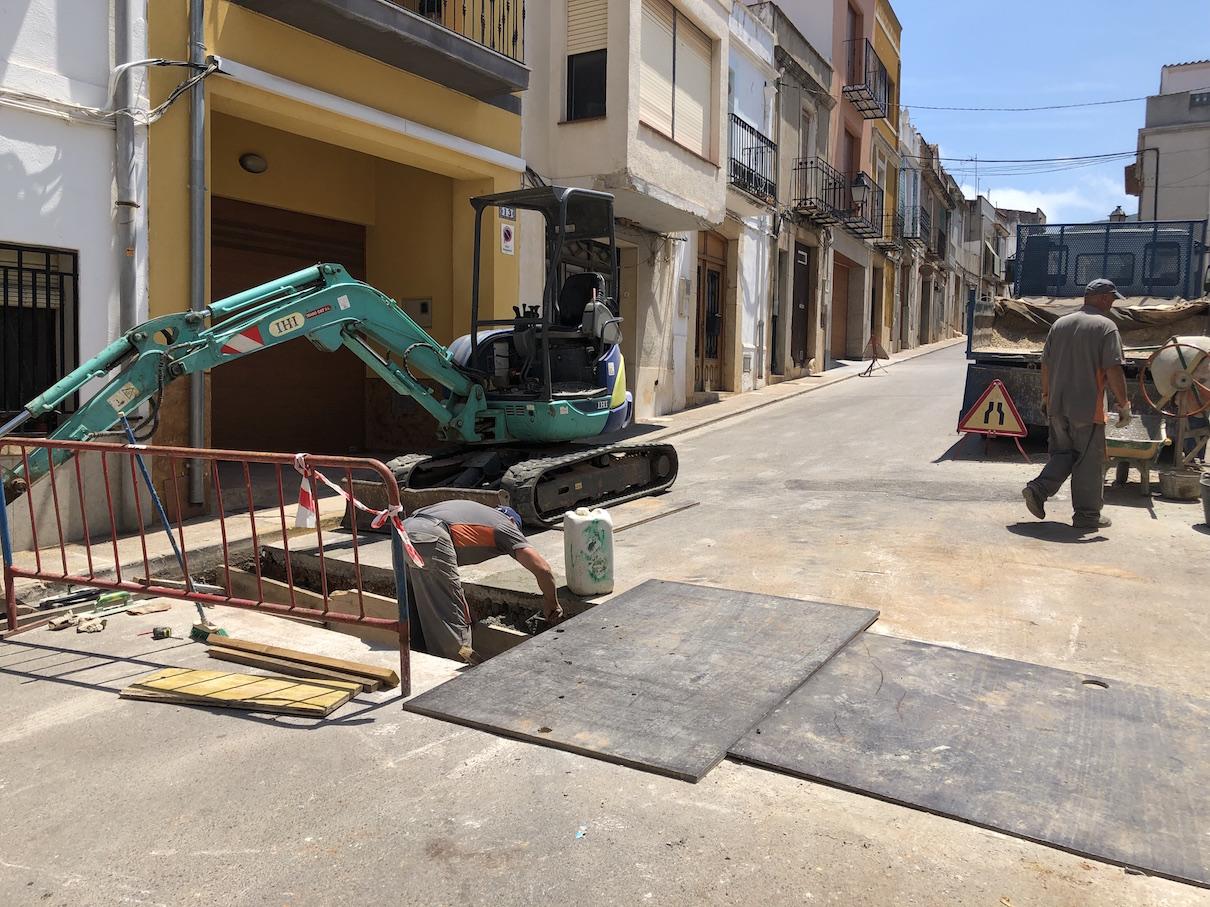 Santa Magdalena, s'executen les feines d'adequació dels pluvials del carrer Molí