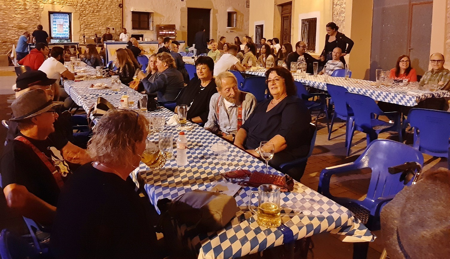 Sant Jordi, més de 200 persones participen en l'Oktoberfest