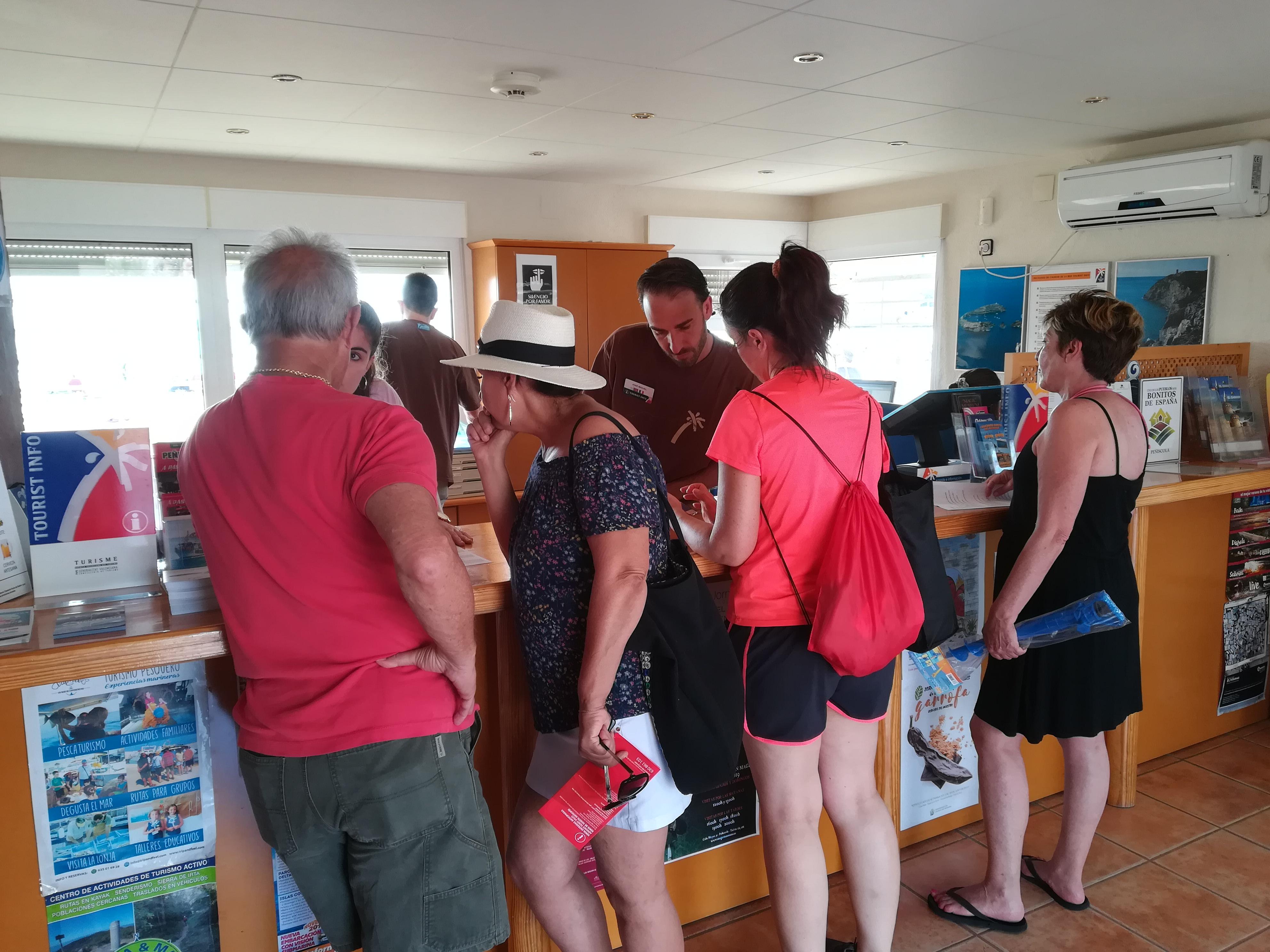 Peníscola atén gairebé 80.000 consultes d'informació turística durant l'estiu