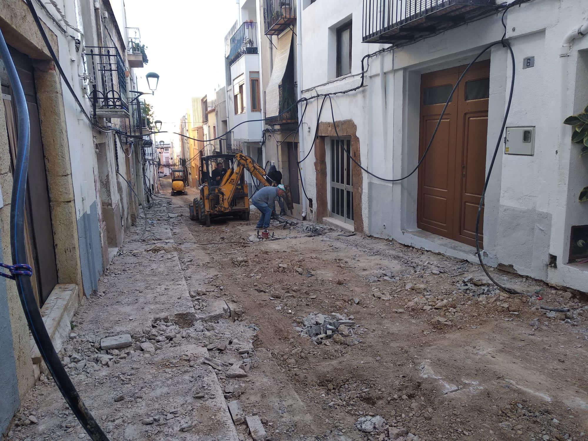 Càlig; L'Ajuntament de Càlig està duent a terme este mes els treballs de renovació i millora del carrer Baixada de Santa Bàrbara