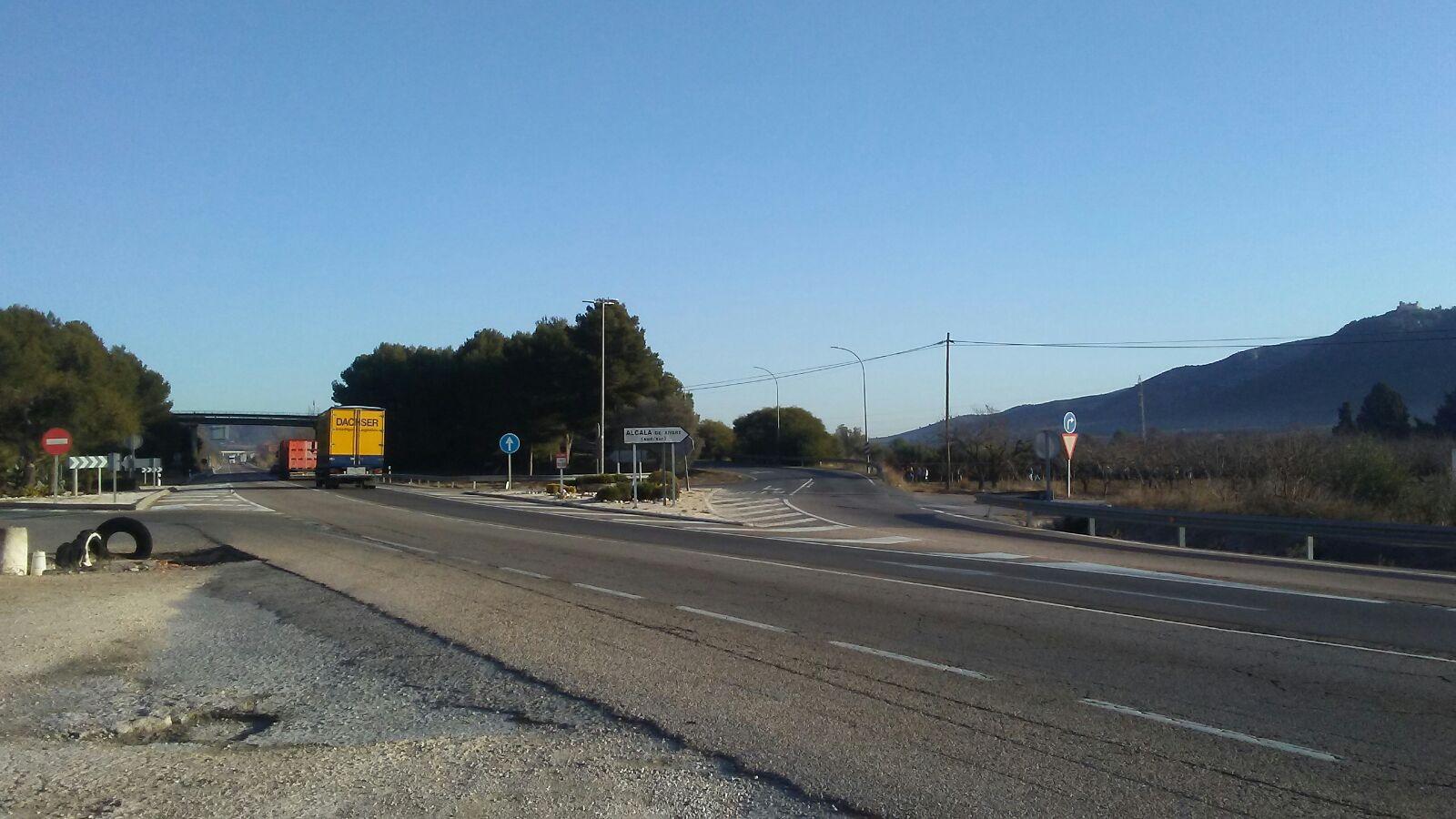 Alcalà-Alcossebre aprova una declaració institucional per a què els transportistes locals puguen circular per la Nacional 340