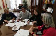 Benicarló firma un conveni per a controlar les colònies de gats al nucli urbà