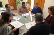 L'Ajuntament d'Alcalà-Alcossebre i l'Associació d'Empresaris posen en comú l'estratègia contra el top manta