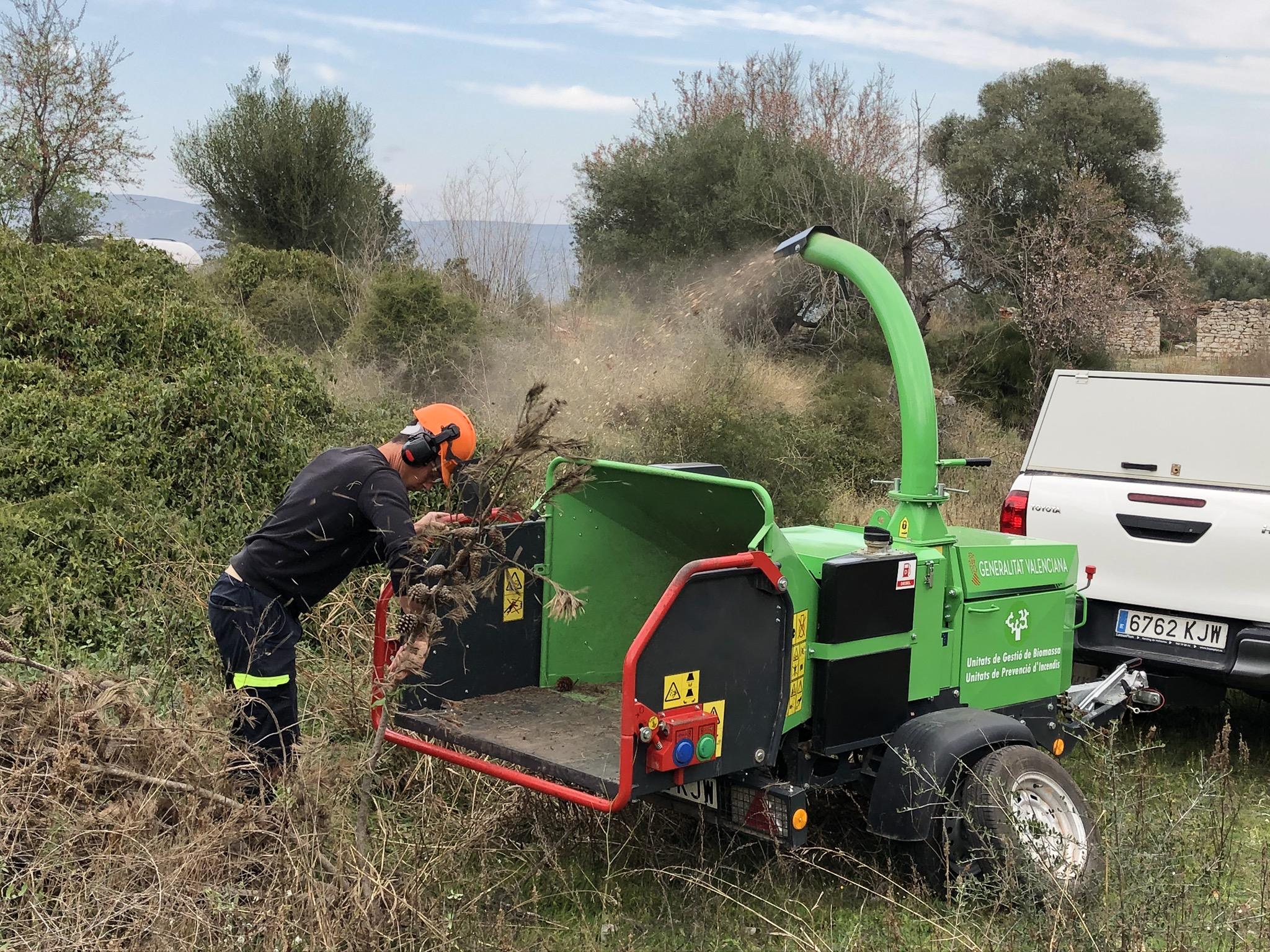 La Generalitat i el Parc Natural de la Serra d´Irta realitzen una demostració del servei de trituració de restes agrícoles