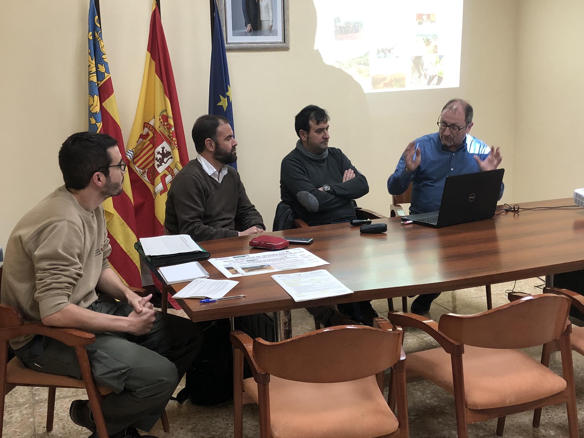 Agricultors de Santa Magdalena participen en una jornada informativa sobre el servei de trituració de restes agrícoles en el Parc Natural de la Serra d´Irta