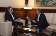 José Martí rep l'alcalde de Santa Magdalena de Polpís, Sergio Bou