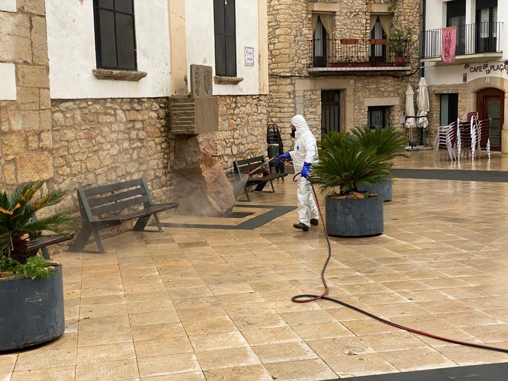 Tírig neteja i desinfecta el municipi
