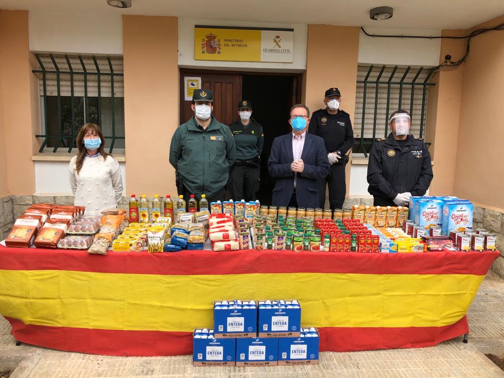Guàrdia Civil i Policia Local realitzen una donació de productes per al Banc d'Aliments d'Alcalà-Alcossebre