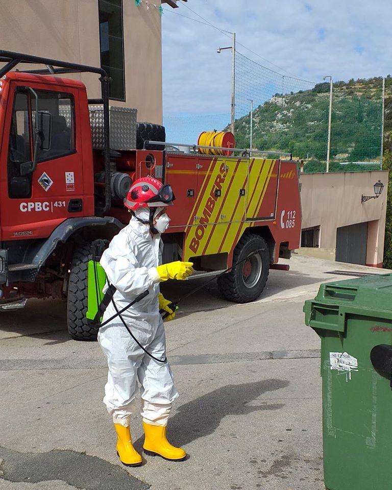 El Consorci Provincial de Bombers en tasques de desinfecció a Cervera del Maestre