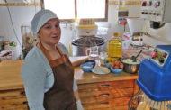 Els forners i forneres de Peníscola expliquen com fer una mona de Pasqua a casa