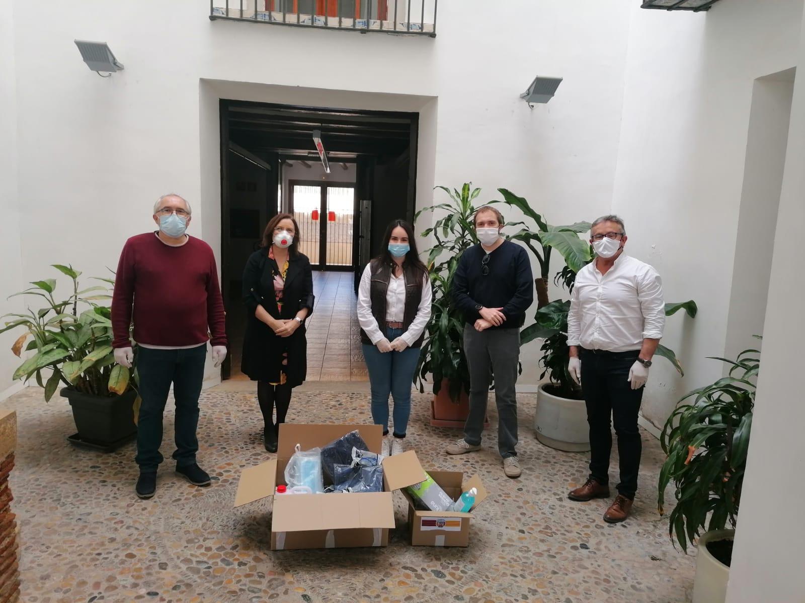 La Penya Barcelonista de Benicarló s'uneix a les mostres de solidaritat i fa una donació de material de protecció a l'Ajuntament