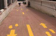 Comencen els treballs de senyalització de zones per als vianants en Alcossebre per a garantir la distància de seguretat
