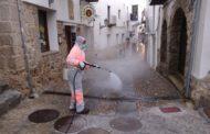 Peníscola segueix amb els treballs de desinfecció de vials, accessos a establiments i espais públics
