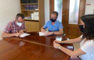 Alcalà-Alcossebre i l'IES Serra d'Irta renoven el conveni de col·laboració del Programa Aula Compartida