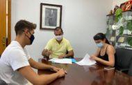 L'Ajuntament de Peníscola i Mènades d'Irta signen un conveni per a la promoció cultural i artística en el municipi