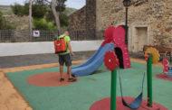 Les Coves de Vinromà reforça el servei de neteja i desinfecció als parcs infantils i la zona esportiva