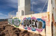 Alcalà-Alcossebre sol·licita a l'Autoritat Portuària de Castelló que s'eliminen les pintades del far d'Alcossebre