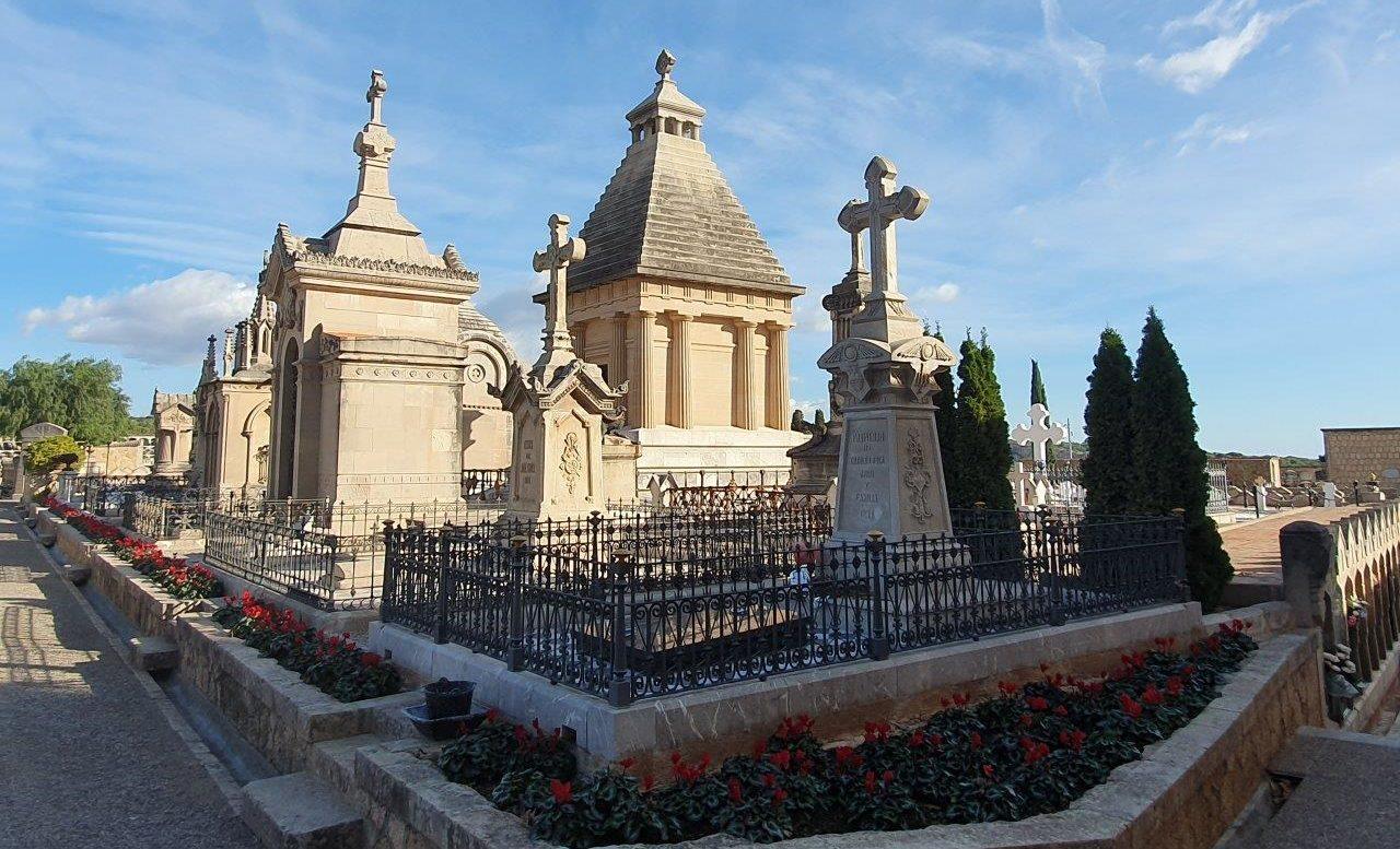 Un llibre-guia editat per la Diputació redescobreix el ric patrimoni dels cementiris de la demarcació de Tarragona