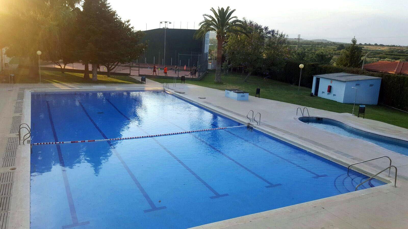 El Ple de Càlig aprova la dotació de fons per a rehabilitar la piscina municipal
