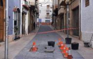 La Brigada d'Obres i Serveis d'Alcanar repara el paviment del carrer Ramóni Cajal
