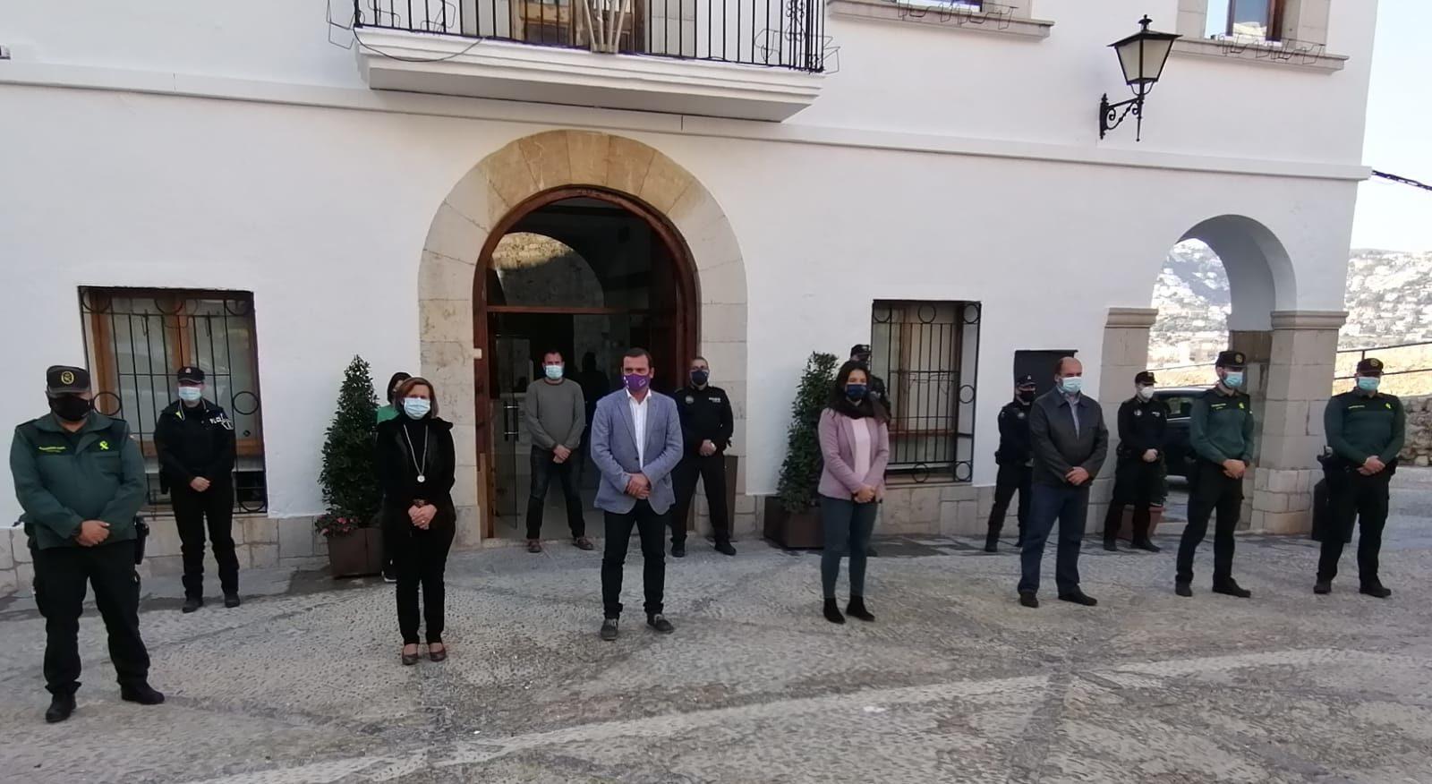 L'Ajuntament de Peníscola s'ha sumat al minut de silenci per les víctimes de la violència de gènere