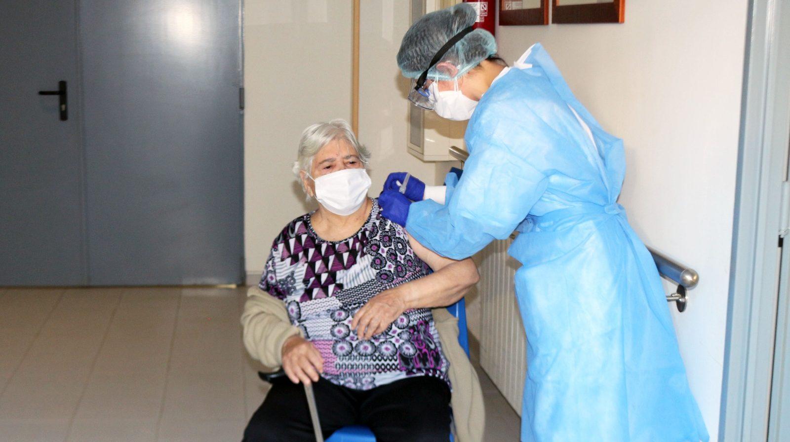 La Comunitat Valenciana administra ja la segona dosis de la vacuna contra el coronavirus