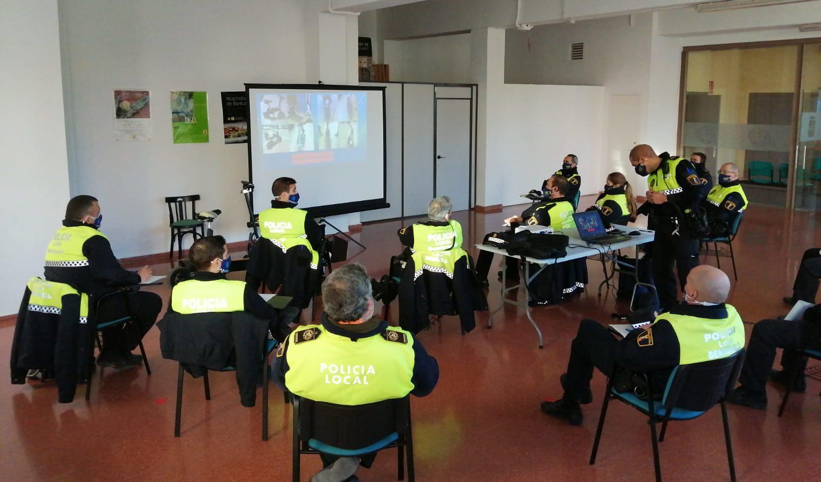 La Policia Local de Benicarló rep formació sobre la normativa de circulació relativa alsVMP