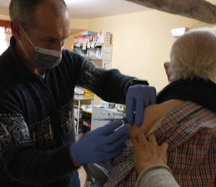 Els majors d'Ares es vacunen contra laCovid-19